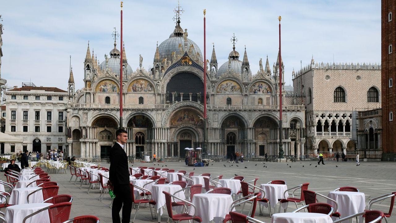 La siempre concurrida plaza de San Marcos, en Venecia, completamente vacía.