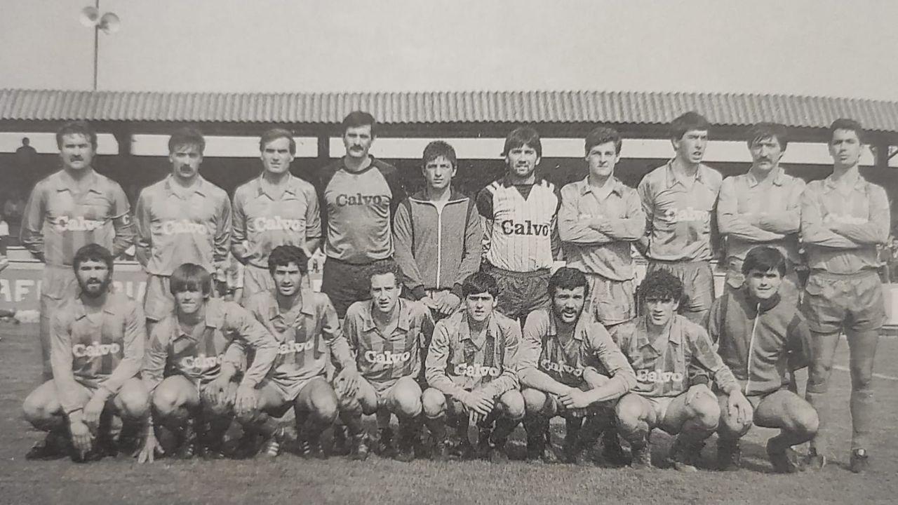 Foto oficial del equipo del segundo ascenso del Bergan a Segunda RFEF, que puede ser también el del segundo título en Tercera