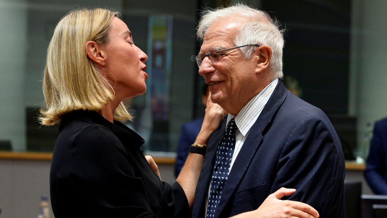 Federica Mogherini, actual responsable de la diplomacia de la UE, con su posible sucesor, el ministro de Asuntos Exteriores en funciones, Josep Borrell