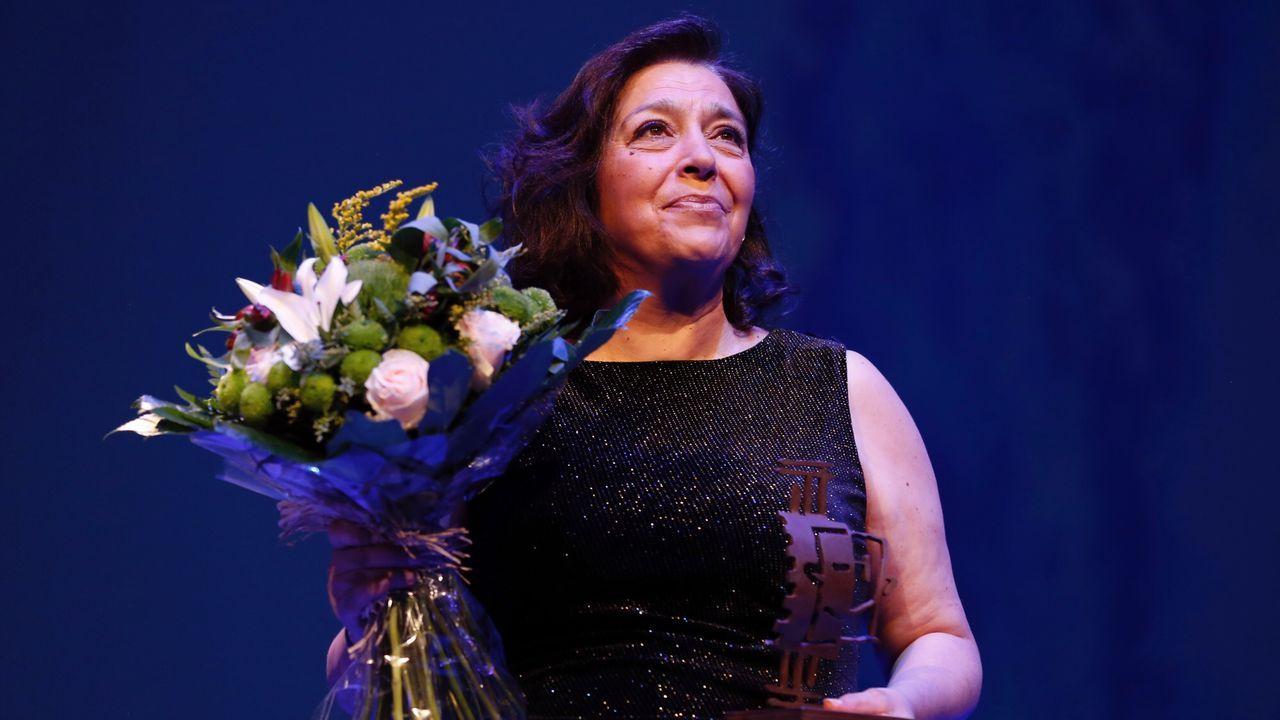 Una emocionada María Bouzas recibe el premio a la trayectoria que otorga la Fundación AISGE en el OUFF