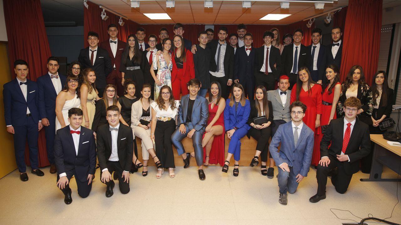 Los alumnos del Alfonso X Sabio de A Barcala, en su graduación