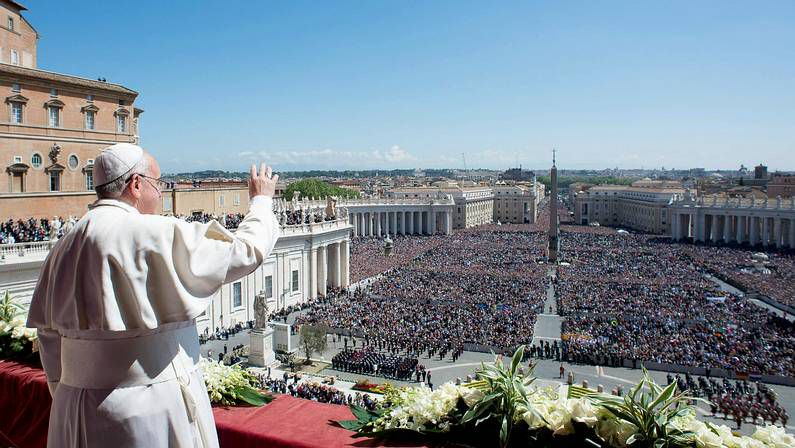Cruz Crucifijo.El papa Juan Pablo II durante una visita a Madrid