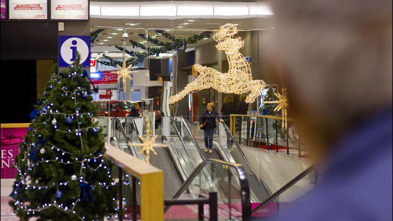 Así es el nuevo mercado gastronómico del Restollal.Encendido de la Navidad en el Corte Inglés de Ramón y Cajal, con performance aérea y circo acrobático