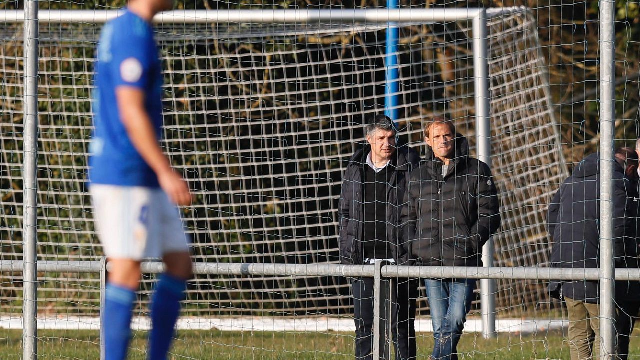 Arnau y César viendo el Vetusta-Atlético B