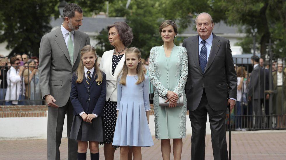 La infanta Sofía recibe su primera comunión.El primer ministro búlgaro Boiko Borisov