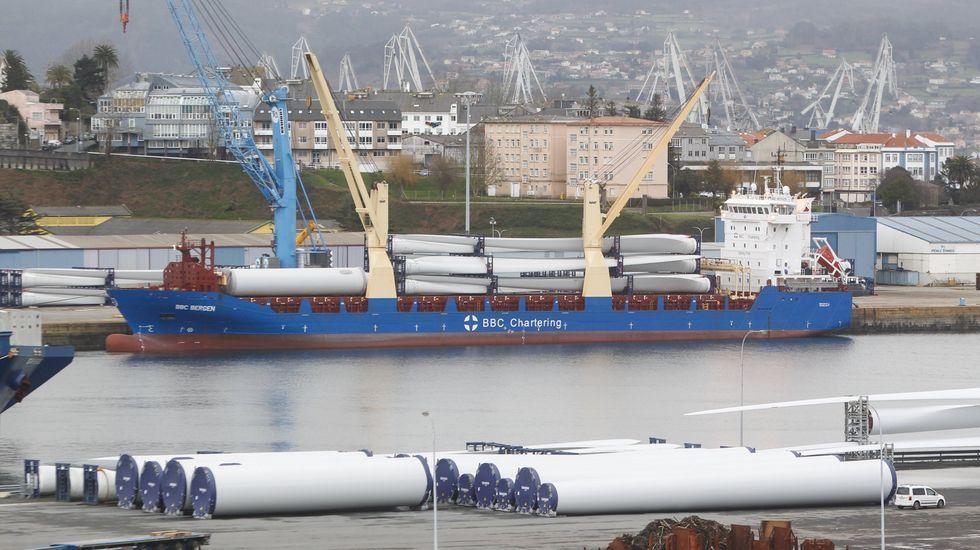 Un buque en el Puerto de Ferrol, en foto de archivo