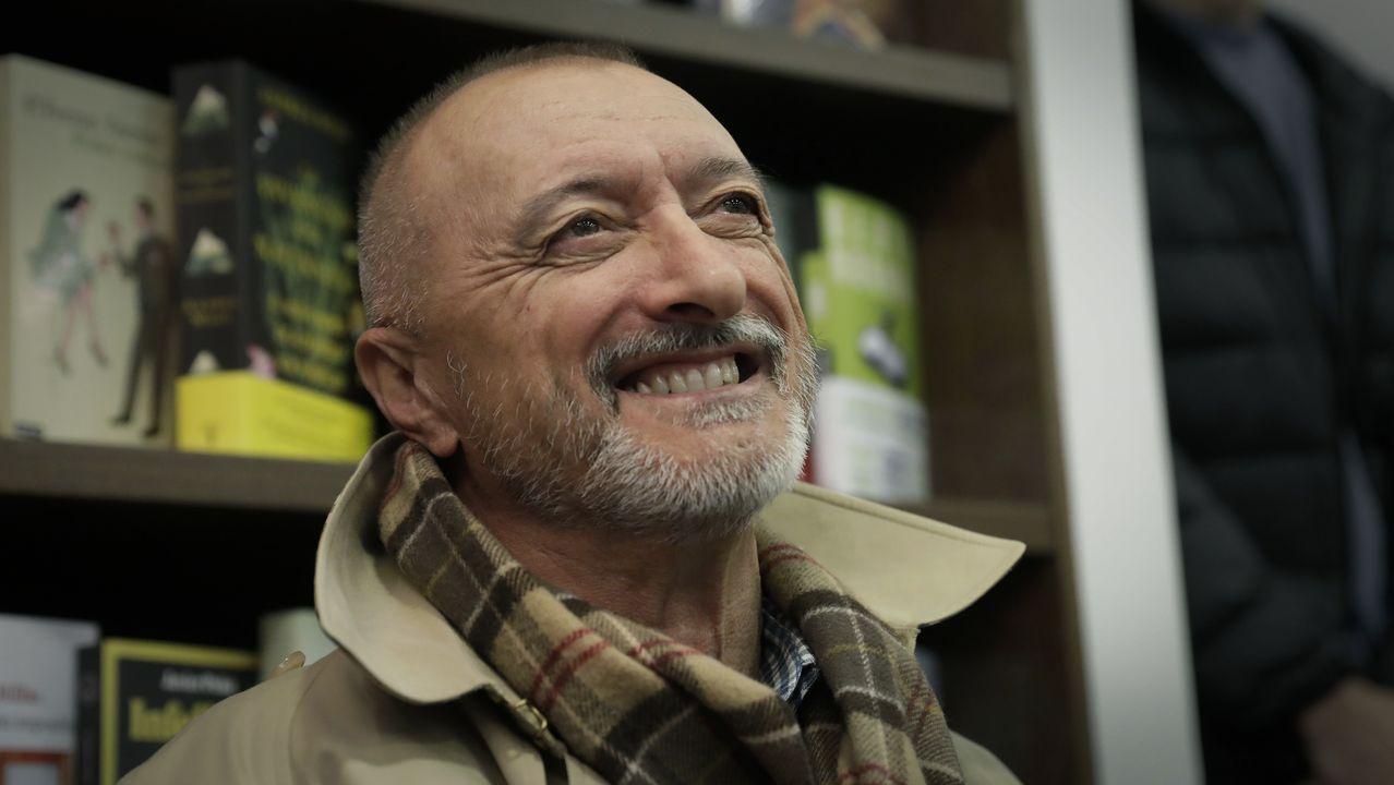 Pérez-Reverte, este martes en la inauguración de la nueva librería Arenas