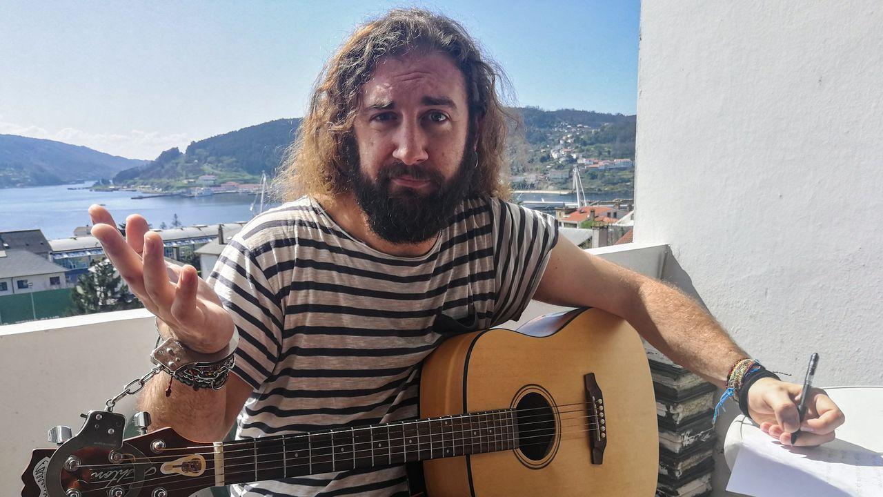 C arlos Díaz Sobrín, El Chigri, en una imagen tomada por él mismo en la terraza de su piso, en la calle Miramar de Ferrol