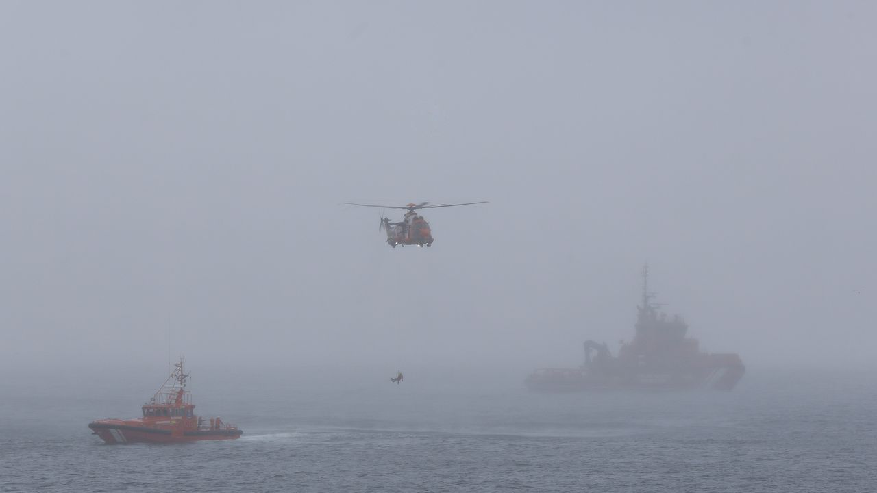 Simulacro entre la niebla.Imagen de archivo de un colegio