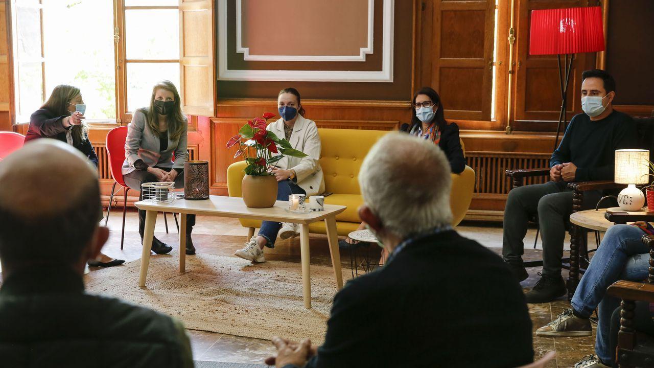 La directora xeral de Xuventude, Participación e Voluntariado, Cristina Pichel, conoció en el Liceo de Ourense a los participantes de los programas de voluntariado de la asociación Valoresc.
