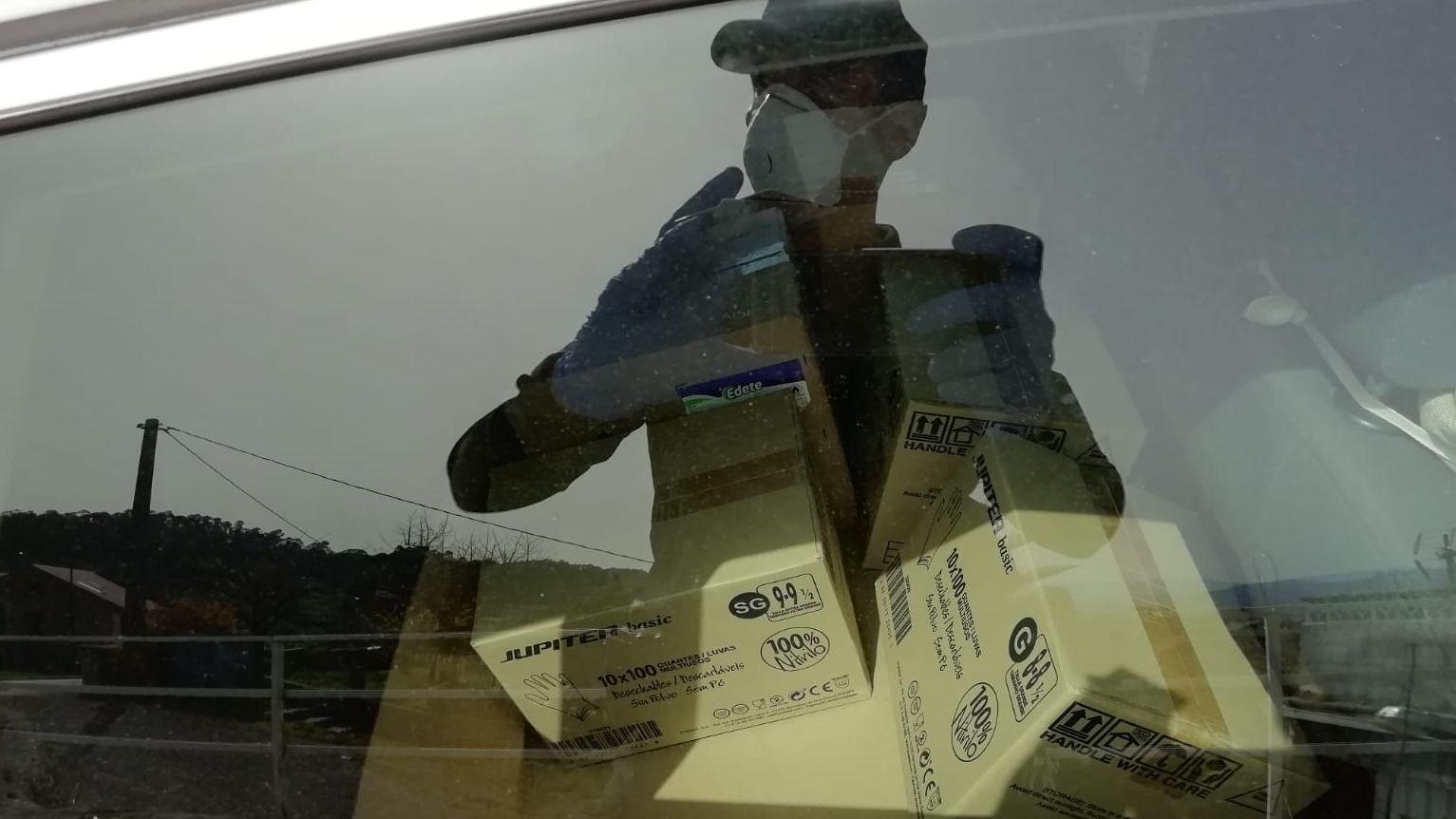 Requisan guantes, alcohol sanitario y mascarillas en Mos