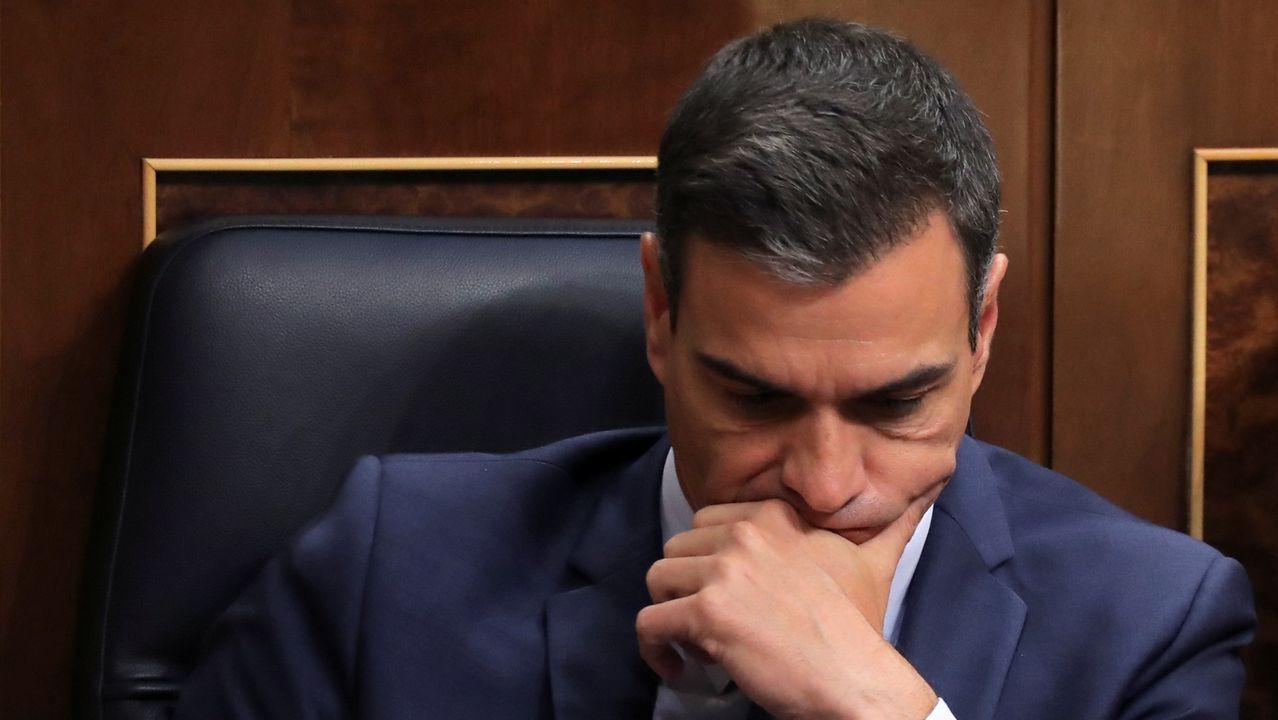 Pedro Sánchez, abatido, durante la segunda votación en la que se confirmó el rechazo del Congreso a su candidatura