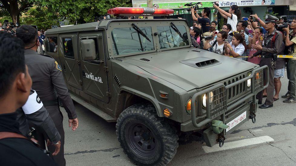 El«Chakri Naruebet», 20 años después.Vehículo en el que la policía tailandesa trasladó al sospechoso