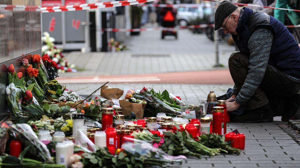 Velas y flores en un memorial contra el terror racista tras el atentado de Hanau