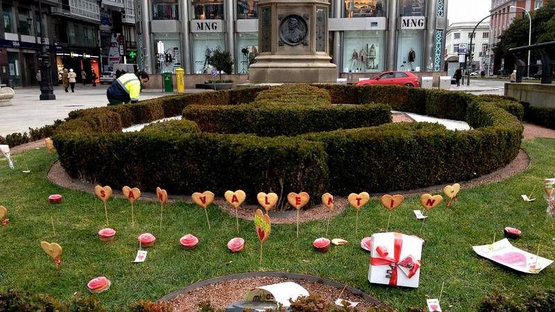 El San Valentín de Victoria Secret.La zona ajardinada del Obelisco, adornada por San Valentín