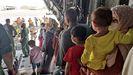 El segundo avión español con evacuados afganos en su llegada a Dubái esta mañana