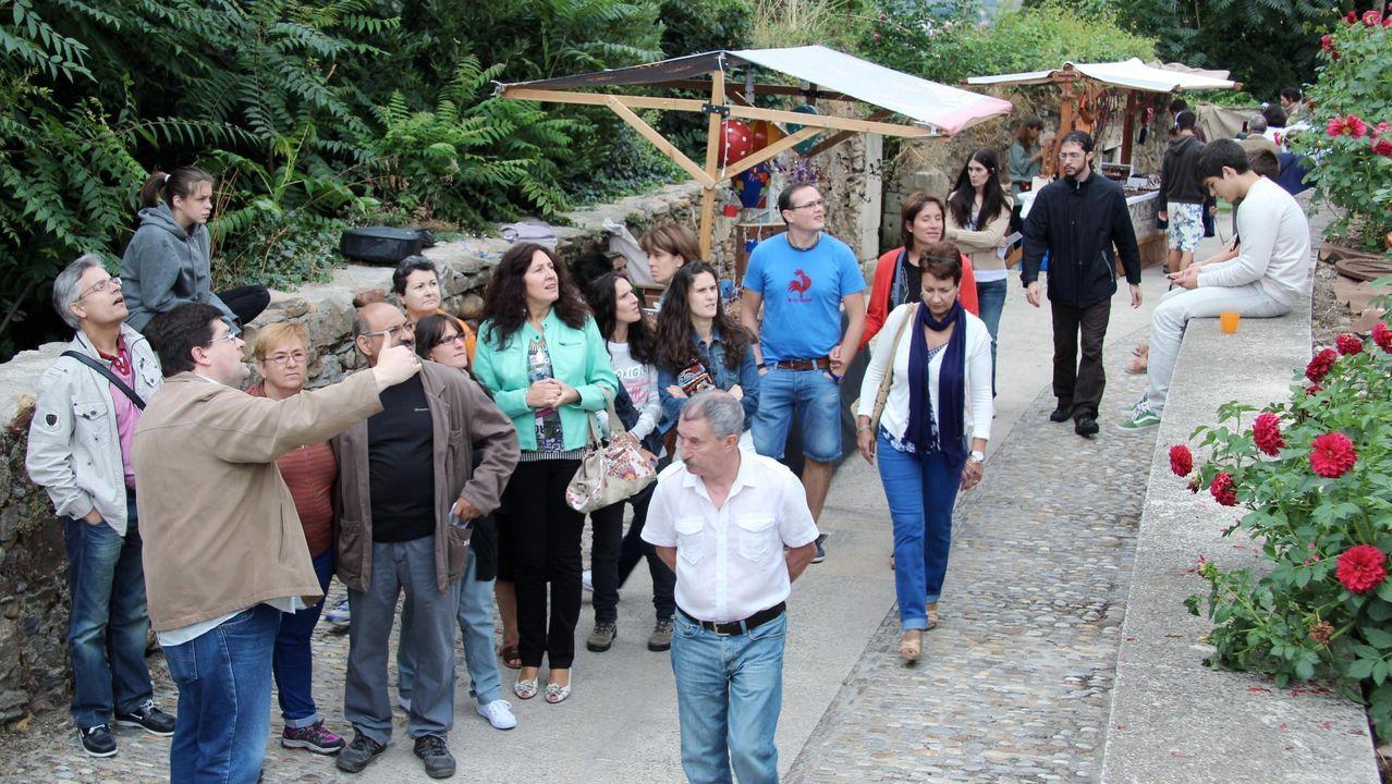 Una visita guiada a la calle Falagueira, donde se instalará el monumento, durante una jornada dedicada a la cultura judía