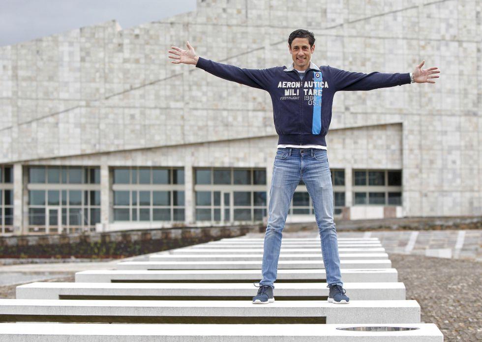 <span lang= gl >Nimo, onte no Gaiás, após regresar dunha experiencia «nova e positiva» en Acerbaixán. </span>