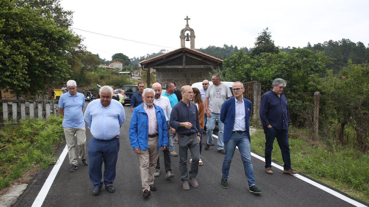 Diversas autoridades -encabezadas por el entonces alcalde, Jesús Vázquez, del PP- asistieron el día 11 de julio del año 2018 a la inauguración de las obras de la rúa da Tenencia, en Zaín
