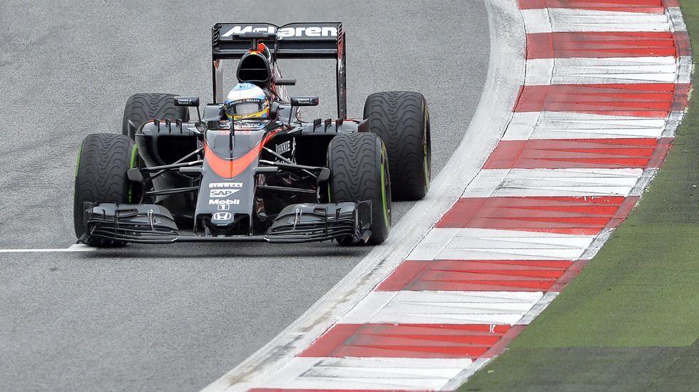 Mercedes marca el ritmo en una nueva jornada en Montmeló