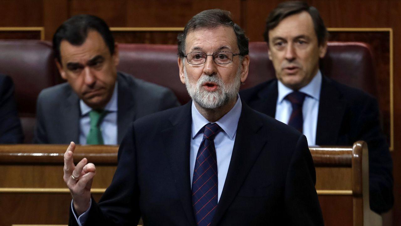 José Ángel Fernández Villa accede al juzgado apoyado en su hija y en su procuradora.Mariano Rajoy