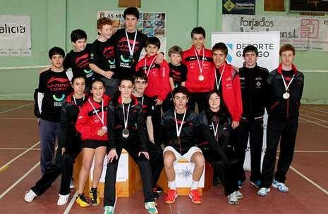 Los miembros del equipo estradense que jugaron en As Neves.