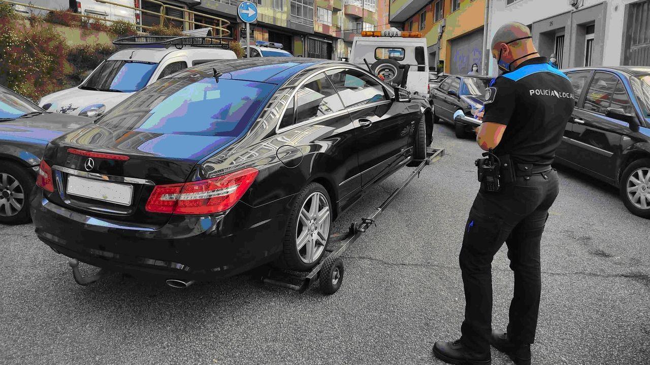 Uno de los coches de alta gama que estaban estacionados en Lugo sin permiso
