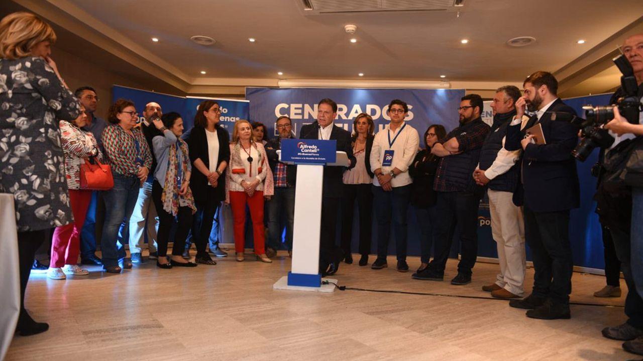 Alfredo Canteli y su equipo tras la victoria en las elecciones municipales