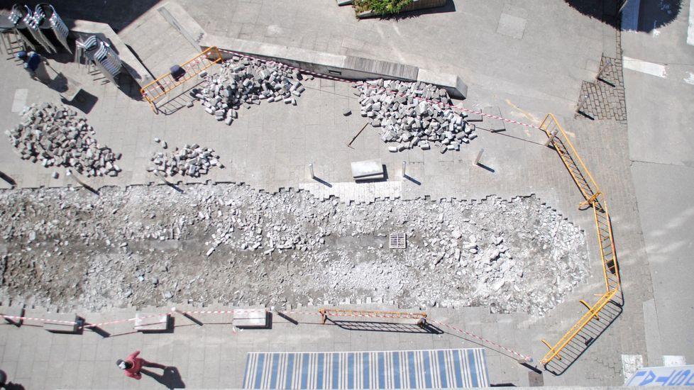 Recogida de la aceituna en el municipio de Quiroga.Obras en la plaza del Doctor Goyanes, en el año 2017, motivadas por el hundimiento de los adoquines