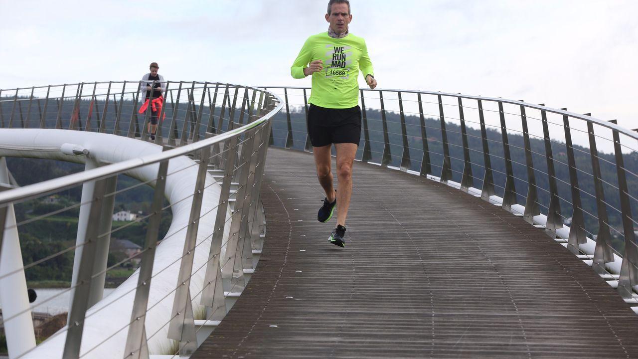 Paseo de las Avenidas en Vigo.Gente corriendo y caminando esta mañana por Ferrol