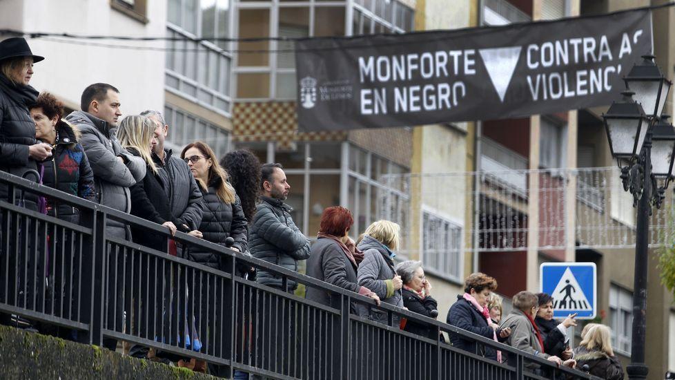 A la cadena humana de Monforte acudieron representantes de todos los partidos