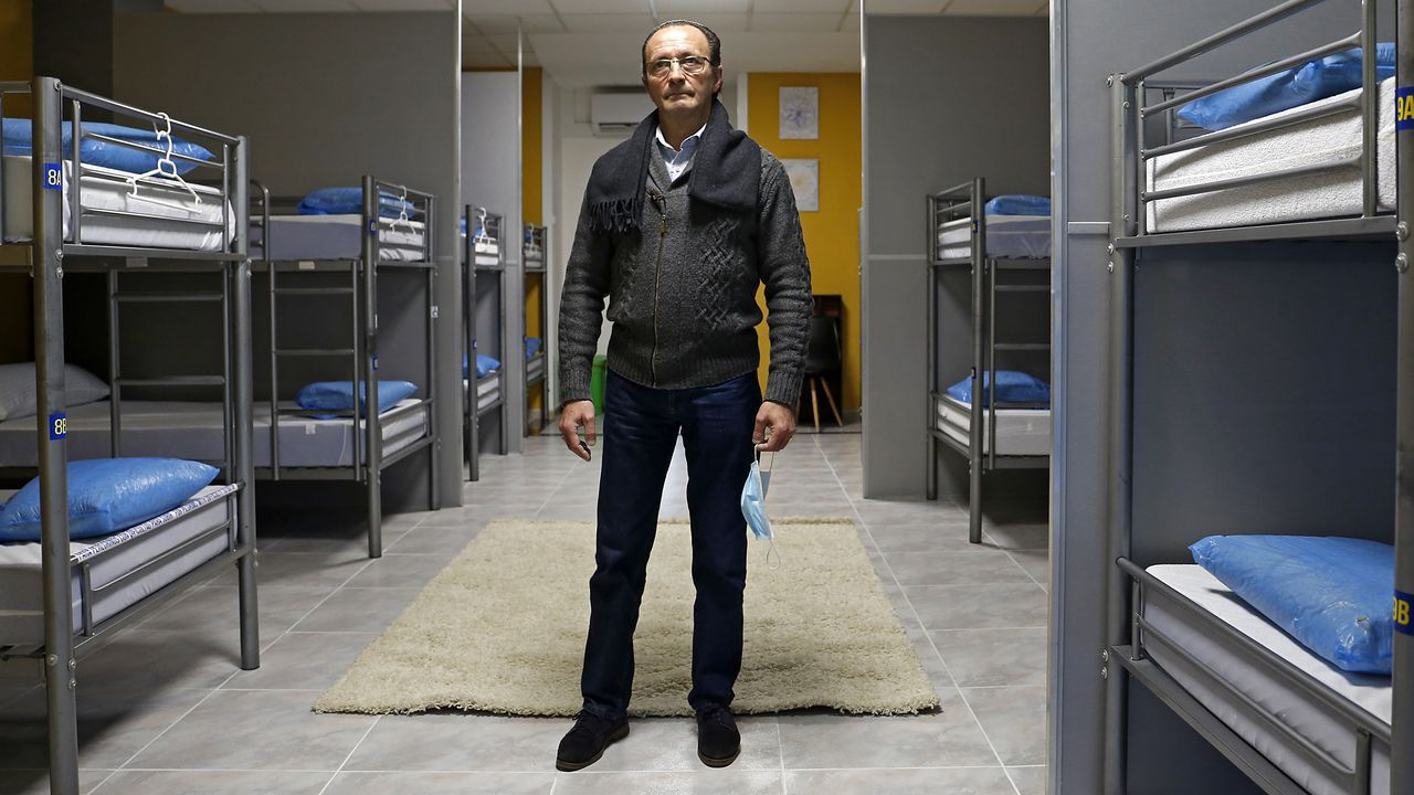 Mariano es propietario del albergue Arraigos junto a su mujer, Isabel