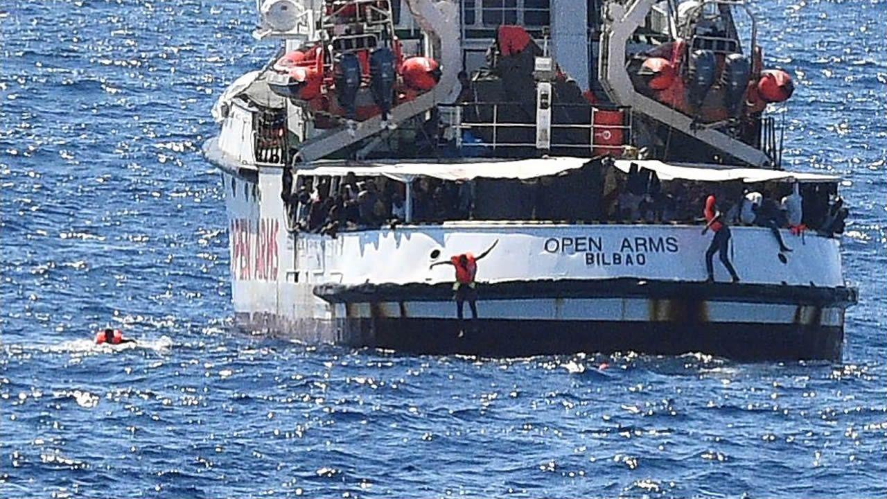 España envía un buque para recoger a los migrantes del Open Arms.El presentador hace pilates y pasa temporadas con su familia en Cabanas