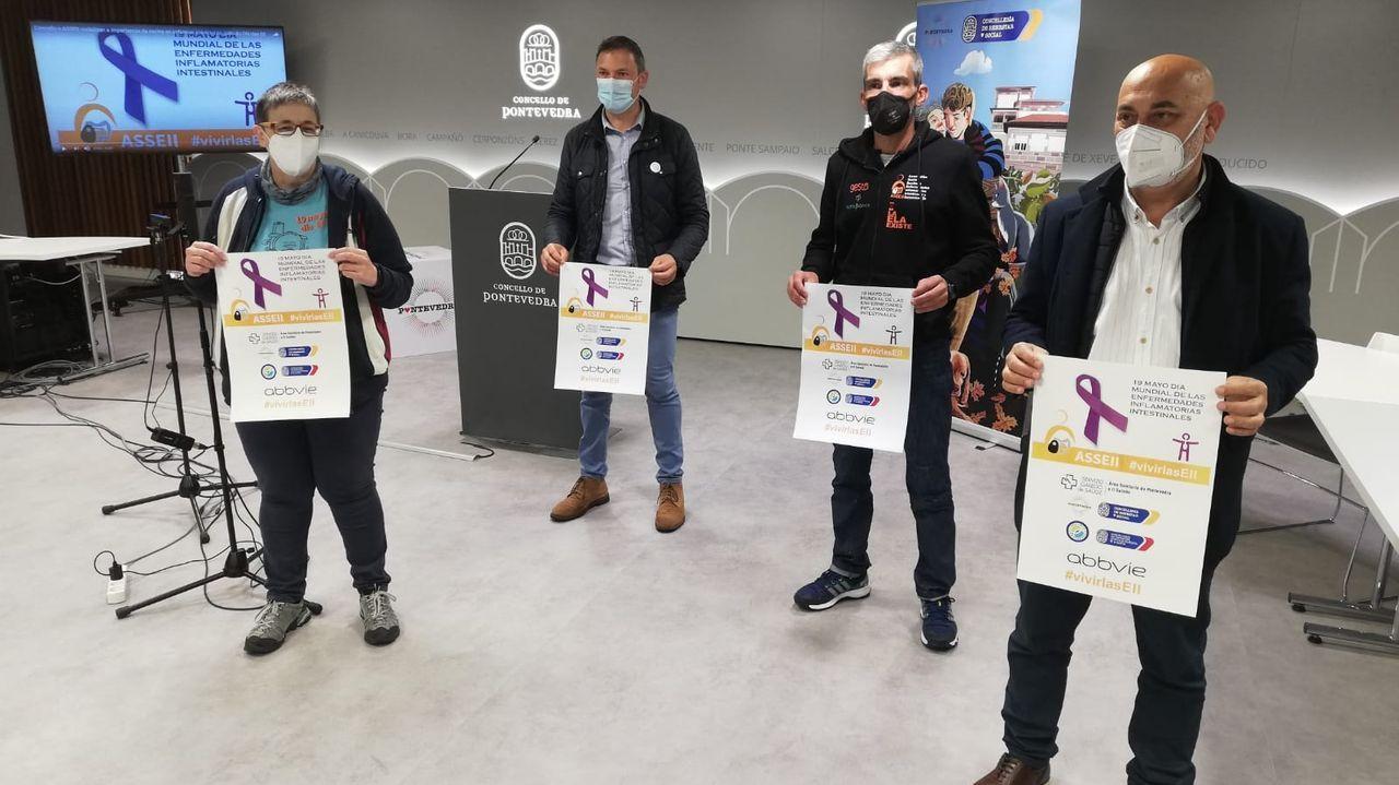 Ángela Paz, Marcos Rey, Víctor Loira y Tino Fernández, este martes, en la presentación de la campaña por el Día de las Enfermedades Inflamatorias Intestinales