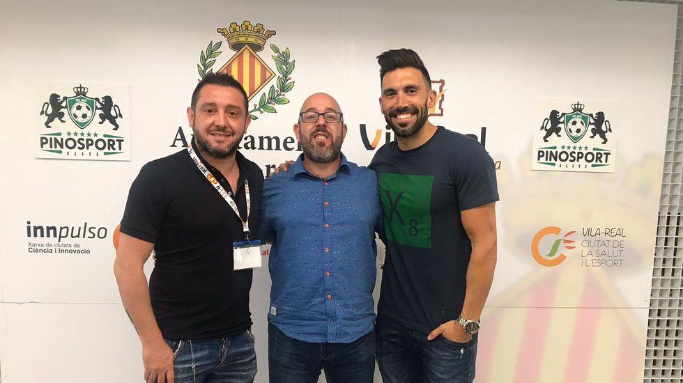 Fernando Vázquez: «Las situaciones de crisis no son un momento adecuado para poner a jugar a un canterano».Fernando Roig y Santi Cazorla
