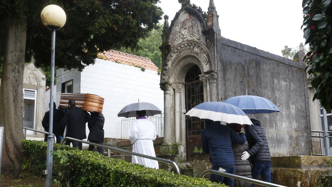Entierro celebrado este Jueves Santo en el cementerio municipal de Lourizán, en Pontevedra