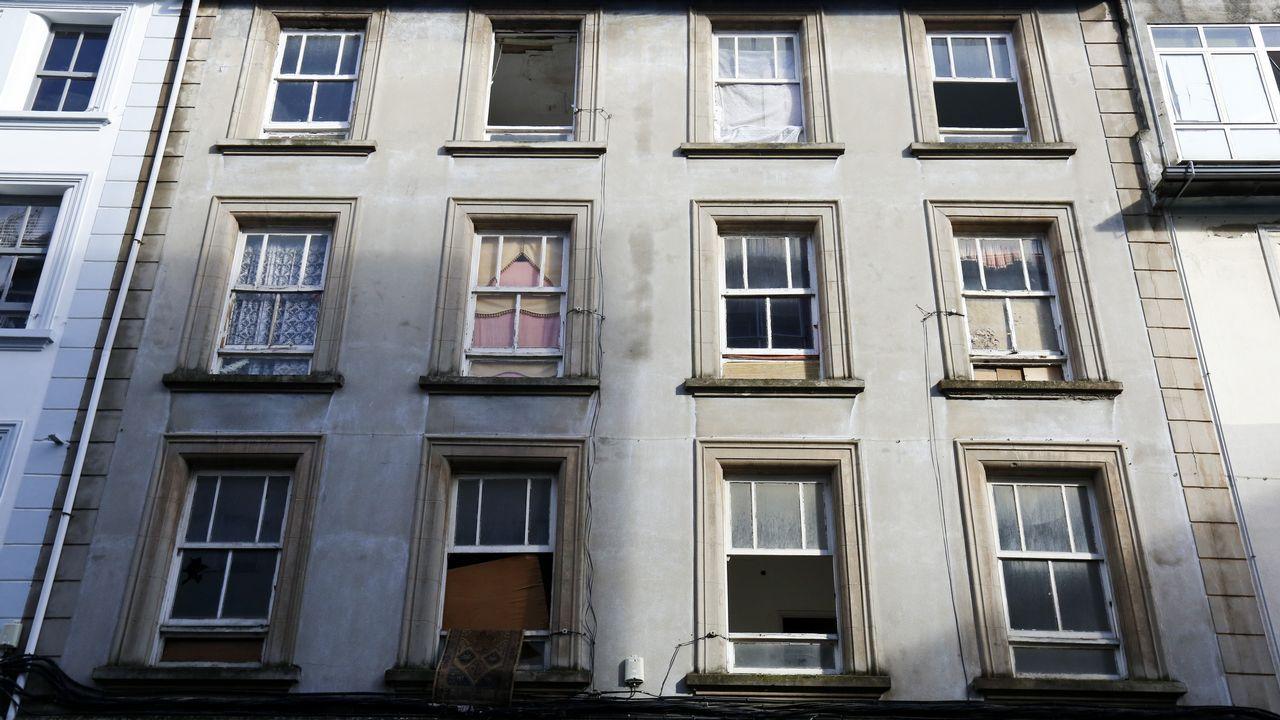 Suciedad. Camiño Real 118. La casa donde la perra Katalina cayó desde una ventana.