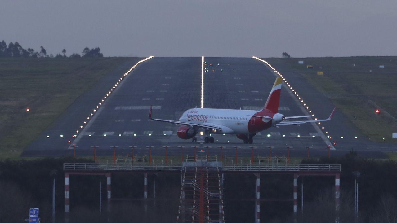 Imagen de la pista del aeropuerto de Santiago