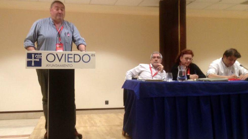 Ramón Argüelles, Gaspar Llamazares y parte de la dirección de IU.Ramón Argüelles, Gaspar Llamazares y parte de la dirección de IU