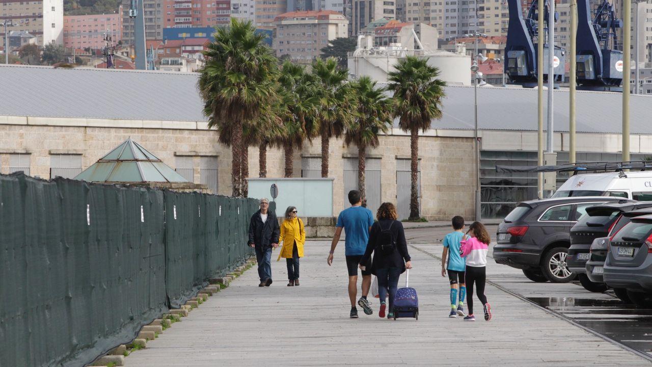 Vista de Feijoo al Cunqueiro.En el montaje de O Marisquiño 2019 varios murales de Vigo, ciudad de color, formaron parte de de la decoración