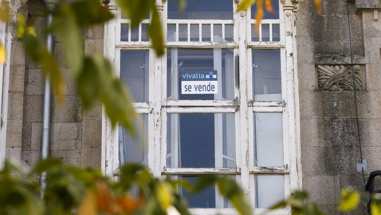 Cristina Cifuentes: «No temo una moción de censura».La vicepresidenta del Gobierno, Soraya de Sáenz de Santamaría, atiende a los medios de comunicación tras asistir a la toma de posesión del nuevo delegado del Gobierno en Asturias, Mariano Marín