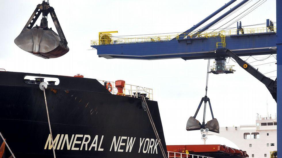 Descarga de carbón en el puerto exterior