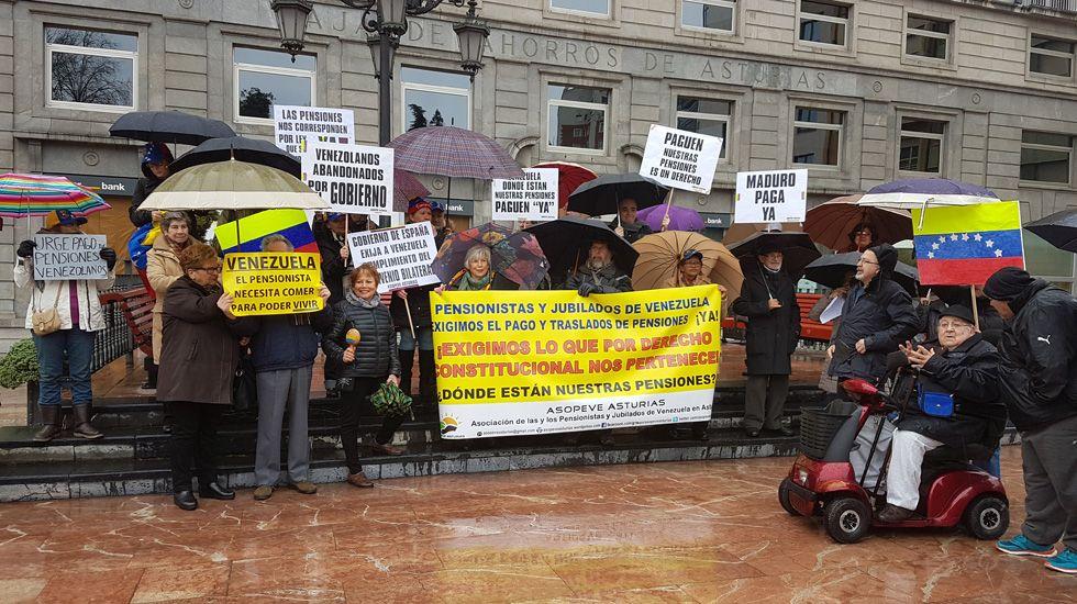 Los pensionados Venezolanos manifestándose en la Plaza de la Escandalera.Los pensionados Venezolanos manifestándose en la Plaza de la Escandalera