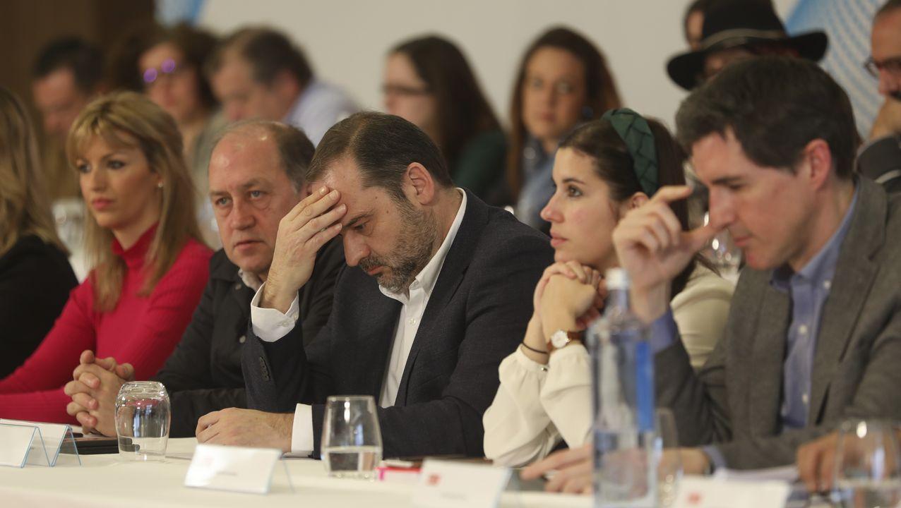 Ábalos, junto a Gonzalo Caballero, en un acto del partido en Santiago