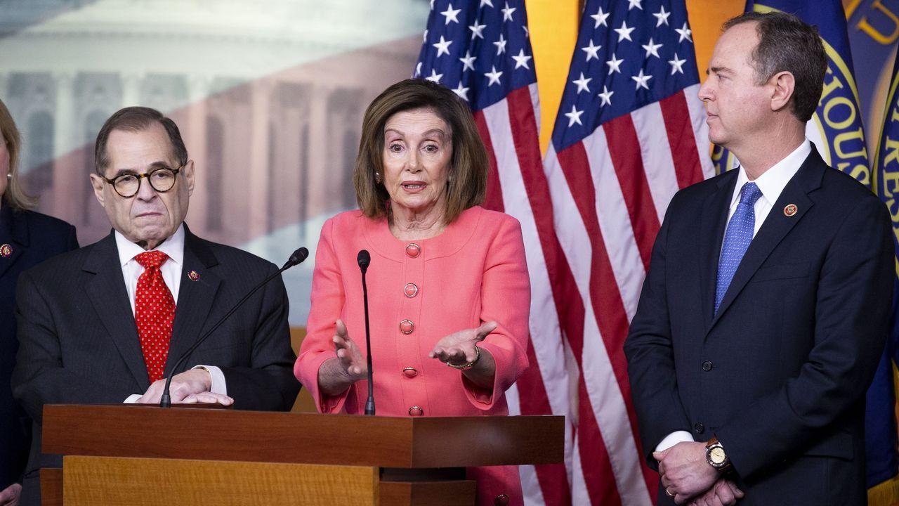 Nadler, Pelosi y Schiff, durante la rueda de prensa para informar del nuevo paso del «impeachment»
