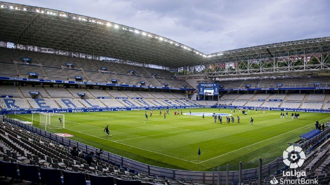 Real Oviedo y Ponferradina antes de comenzar el encuentro