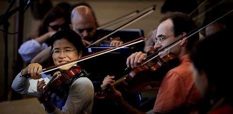 Durante la tarde de ayer la Sinfónica de Galicia ensayó durante casi cuatro horas para el concierto de esta noche.