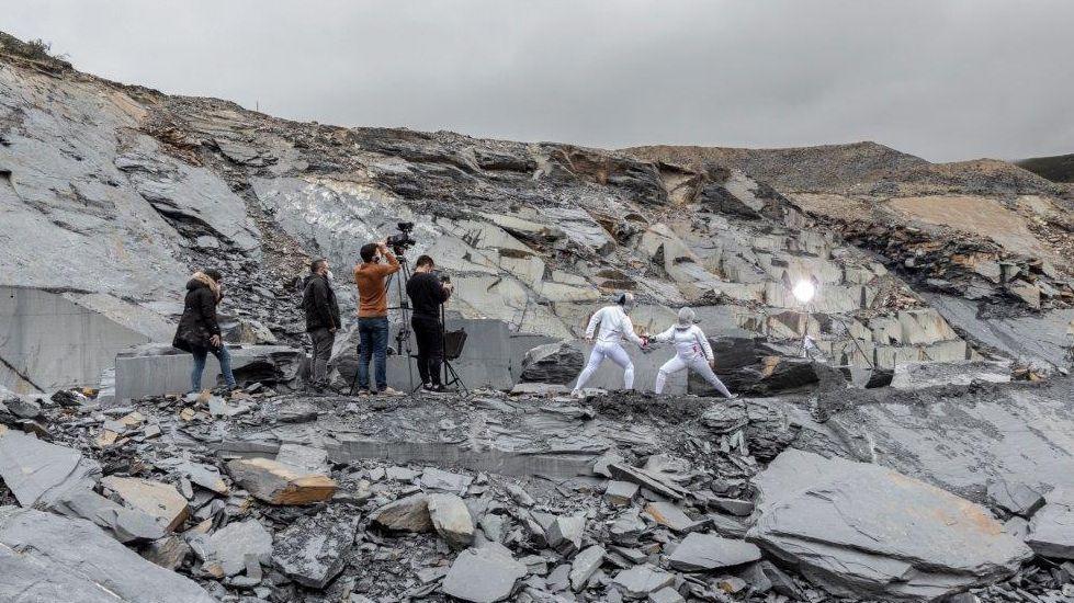 Así se hace una escultura gigante de trozos de chatarra.El rodaje remató el domingo