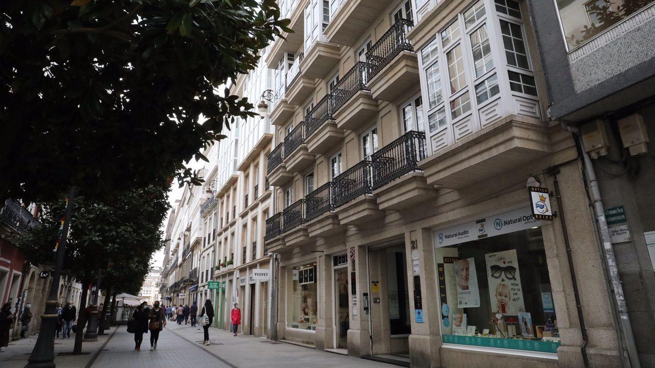 La Memphis Barber Shop cumple 25 años.El piso que se vende por un millón de euros está en el corazón de Lugo