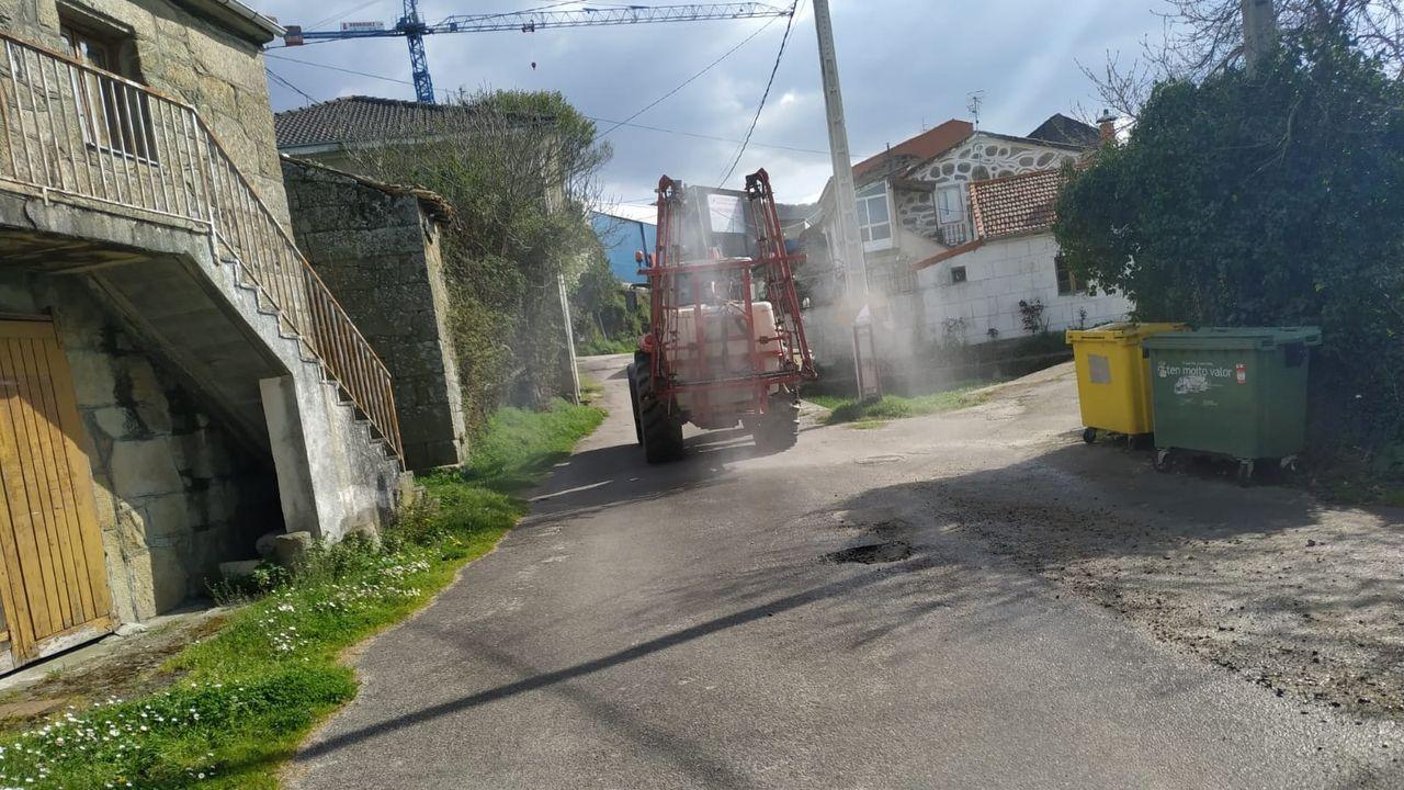 Homenaje en Xinzo.Los agricultores locales cedieron siete tractores y cisternas